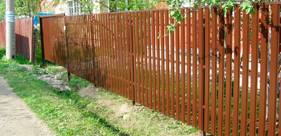 Забор металлического штакетника своими руками